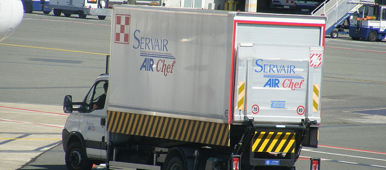 Mattes @wimeida.org: https://commons.wikimedia.org/wiki/File:Aeroporto_di_Firenze_-_Iveco_catering_vehicle_of_Servair_Airchef.jpg